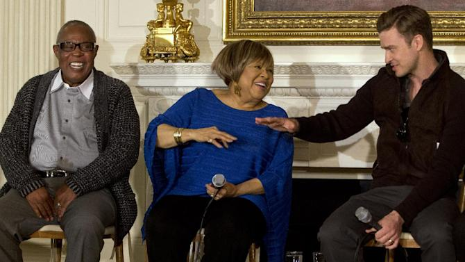 "Singers, from left, Sam Moore, Mavis Staples, and Justin Timberlake, joke together during a workshop, ""Soulsville, USA: The History of Memphis Soul,"" Tiesday, April 9, 2013, in the State Dining Room of the White House in Washington. First lady Michelle Obama hosted a daytime event for students before tonight's ""In Performance at the White House"". (AP Photo/Jacquelyn Martin)"