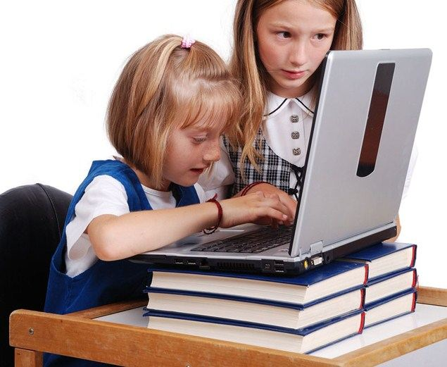الكمبيوتر يسبب مخاطر لذاكرة الطفل