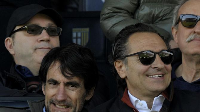 Italy coach Prandelli agrees to 2-year extension