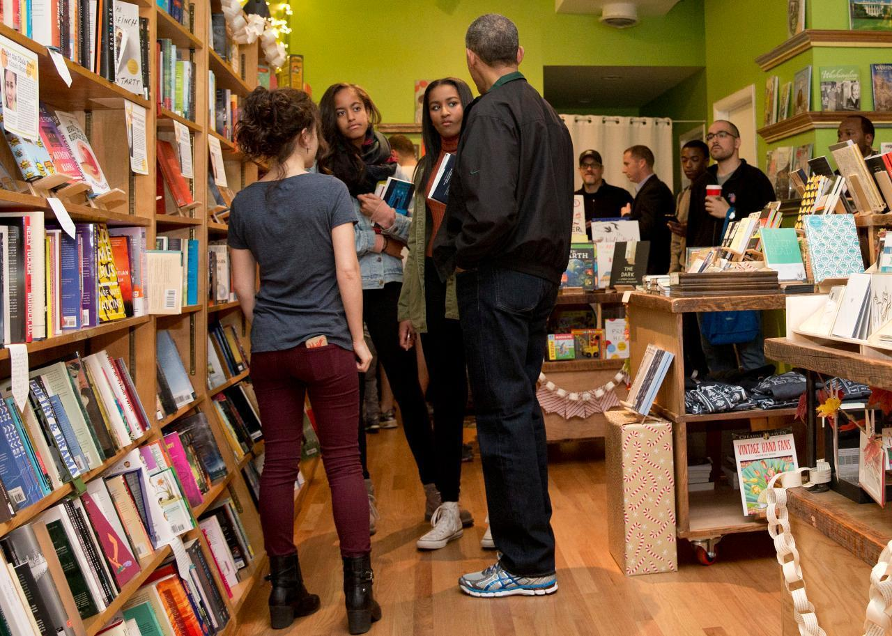 Sasha & Malia Obama Went Shopping With Their Dad on Small Business Saturday