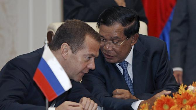 Russian PM Dmitry Medvedev speaks with Cambodia's PM Hun Sen at Peace Palace in Phnom Penh