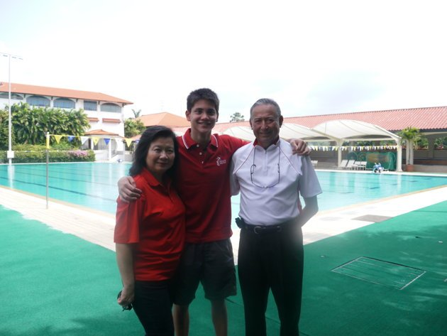 Joseph Schooling with his parents (Yahoo! photo/Daniel Teo)