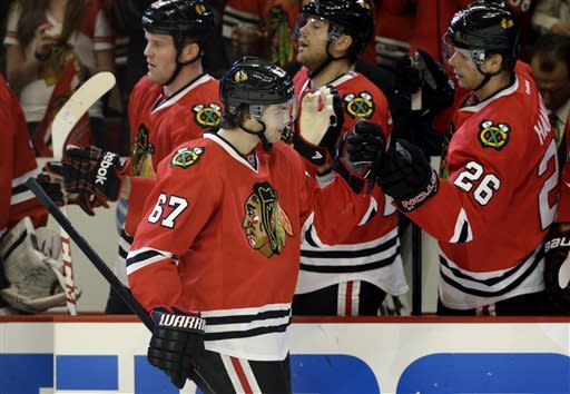 Blackhawks beat Wild 5-2 in Game 2