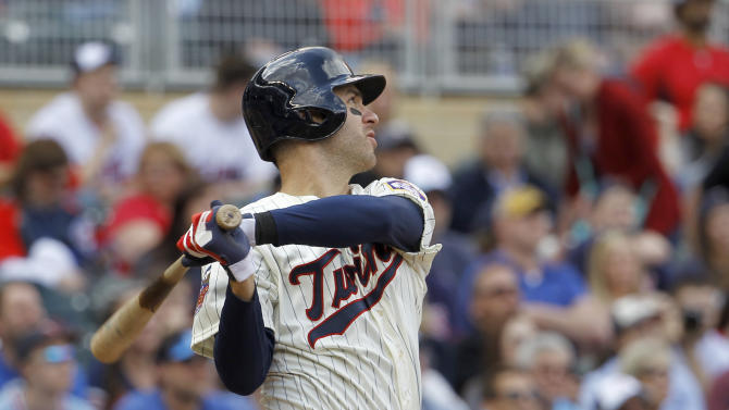 Twins' Joe Mauer out with back spasms