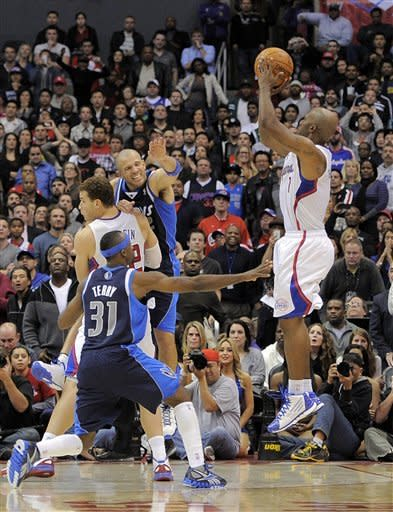 Billups' 3 with second left lifts Clips over Mavs