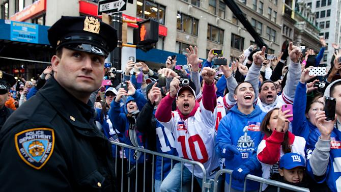 New York Giants fans cheer during the team's NFL football Super Bowl parade in New York, Tuesday, Feb. 7, 2012. The Giants returned from their Super Bowl win to a celebration the likes that only New York can throw: a ticker-tape parade in the Canyon of Heroes on Broadway, where the city has honored stars for almost a century. (AP Photo/John Minchillo)