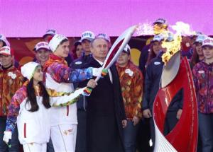 Russian President Putin, ice-skaters Fyodorova and Miroshkin start the Sochi 2014 Winter Olympic torch relay in Moscow