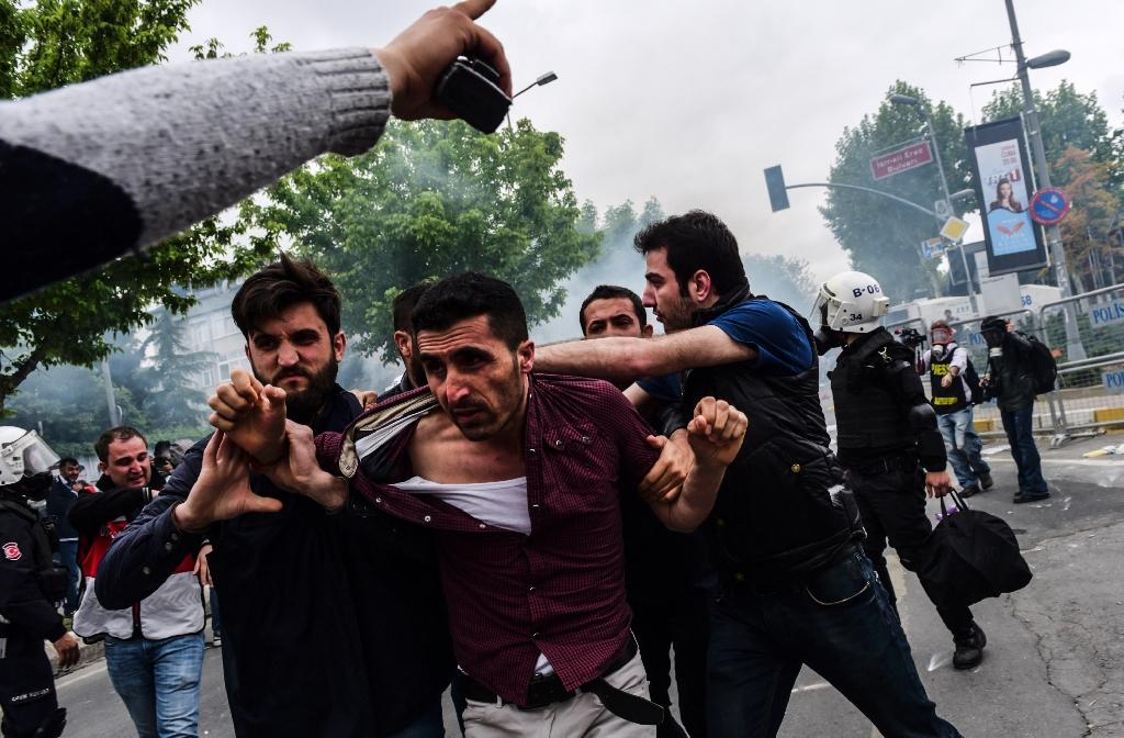 Tear gas in Turkey, tensions in France for May Day rallies