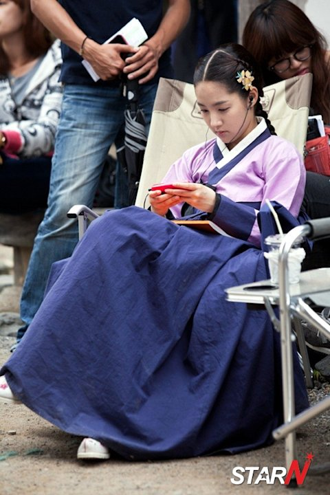 'Dr. Jin' Park Min Young monitoring herself