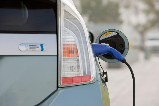 CA Green Stickers All But Gone; Q1's Plug-In Hybrid Sales Suffered This Year: UPDATE