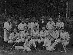 FDR, third from right with hat, with Groton baseball team (Wikimeidia Commons)