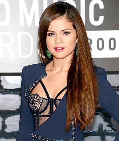 "Selena Gomez: Miley Cyrus' MTV VMAs Performance Was ""Amazing,"" ""Awesome"""