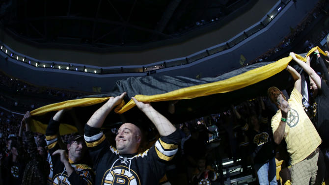 Bruins beat Blackhawks 2-0, lead Cup finals 2-1