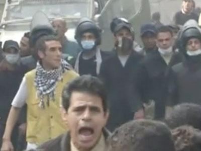 Raw: Police clash with anti-Morsi protesters