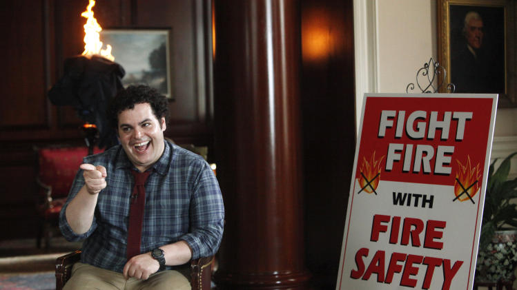 '1600 Penn' showcases Oval Office, Josh Gad