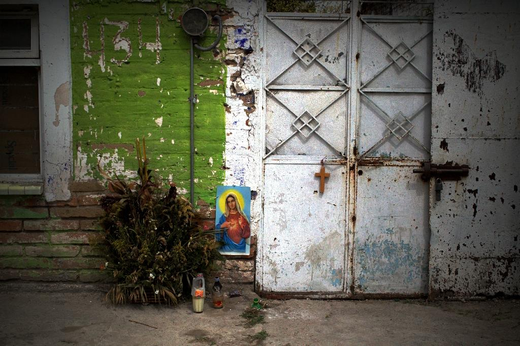 Forgotten victims of Mexico drug war's stray bullets