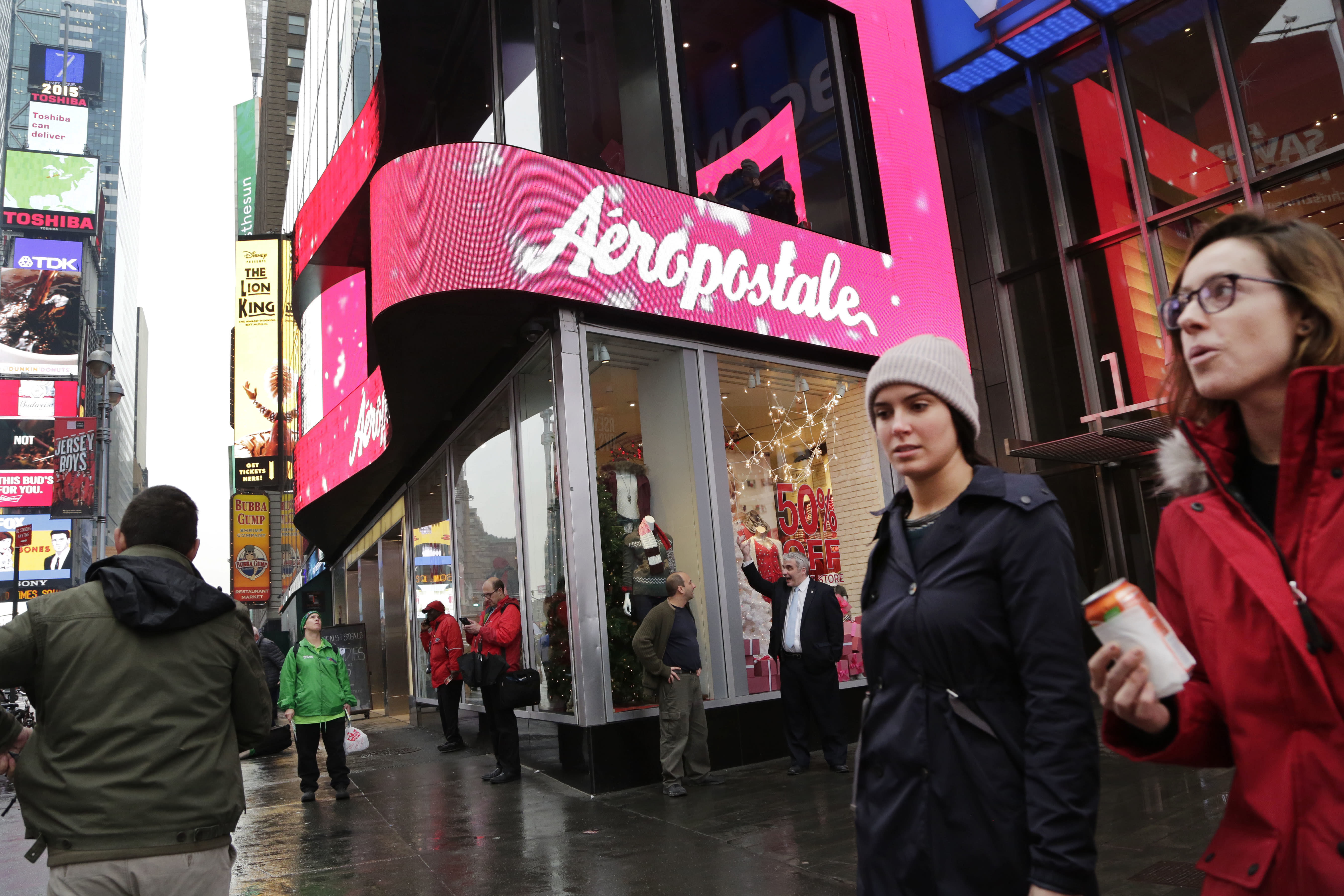 Aeropostale, one-time mall king, seeks bankruptcy protection