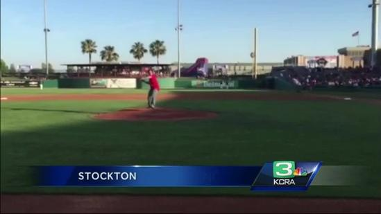 Baseball, Giants help pay tribute to 9-year-old stabbing victim