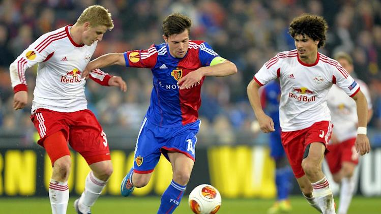 Basel's Valentin Stocker, center, is challenged by Salzburg's Martin Hinteregger, left, and Andre Ramalho during the Europa League round of sixteen first leg soccer match between Switzerland's FC Basel and Austria's FC Salzburg at the St. Jakob-Park stadium in Basel, Switzerland, on Thursday March 13, 2014. (AP Photo/Keystone, Walter Bieri)