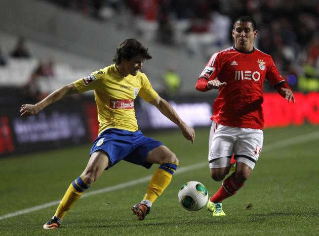 "Benfica's ""Maxi"" Pereira fights for the ball with Arouca's Cristian Ceballos during their Portuguese Premier League soccer match in Lisbon"