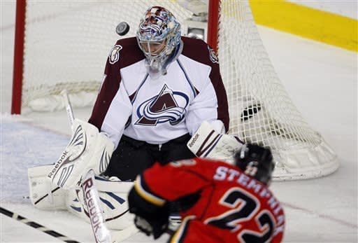 Iginla scratched, Flames beat Avalanche 4-3