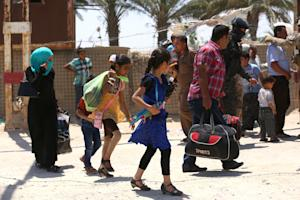 In this Saturday, May 16, 2015 photo, Iraqis fleeing …