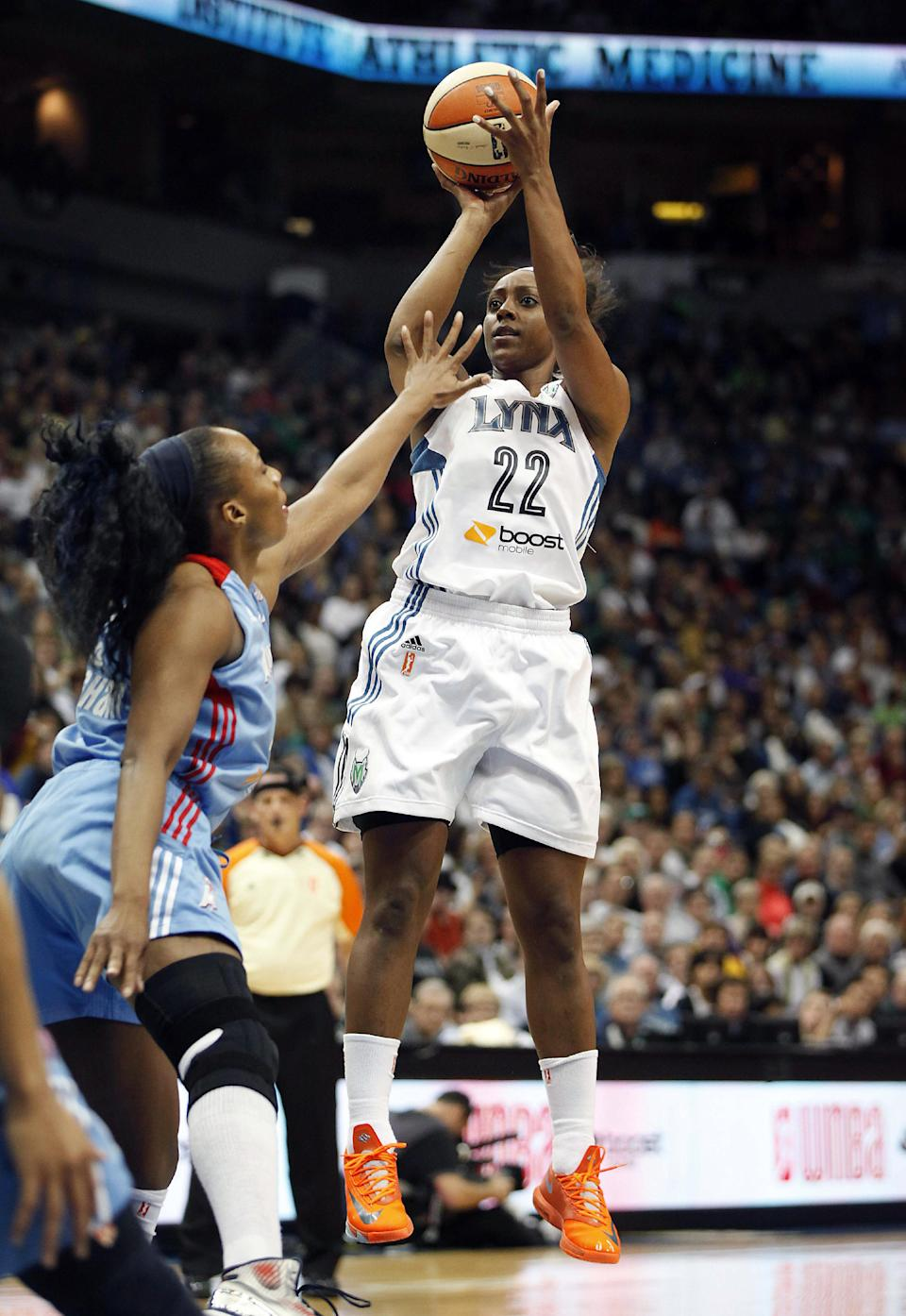 Moore leads Lynx past Dream 84-59 in Game 1