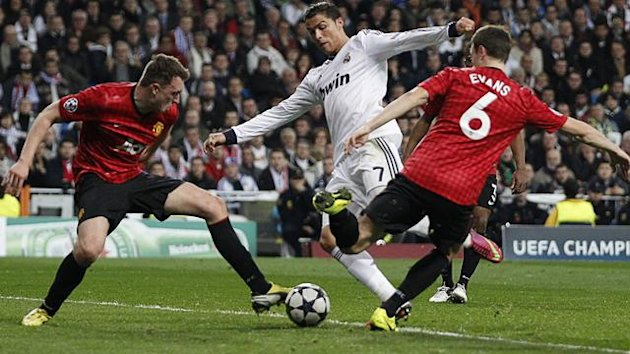 Manchester United&#39;s Phil Jones (L) and Jonny Evans stop Real Madrid&#39;s Cristiano Ronaldo from scoring (Reuters)