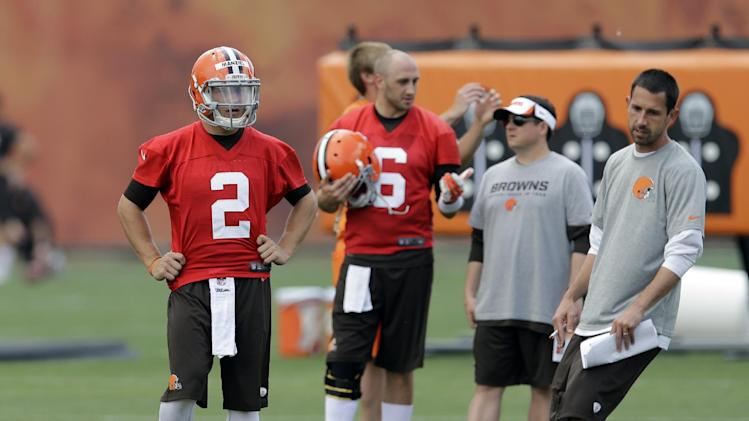 Hoyer 'securely ahead' of Manziel for Browns' job