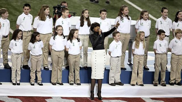 Jennifer Hudson, Sandy Hook Chorus perform 'America the Beautiful'