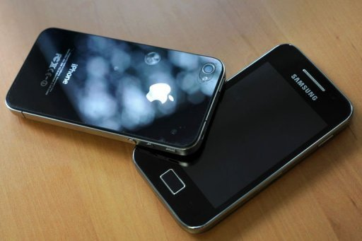 <p>A Samsung phone (R) and an Apple iPhone 4 are shown. Apple is seeking more than $700 million in additional damages and interest while arch-rival Samsung wants a new trial in the wake of a verdict that saw the US technology giant awarded $1 billion.</p>