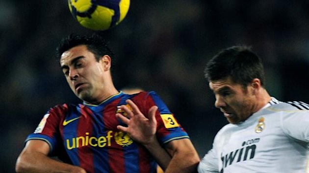 FOOTBALL - 2009/2010 - Barcelona -Real Madrid - Xavi - Xabi Alonso