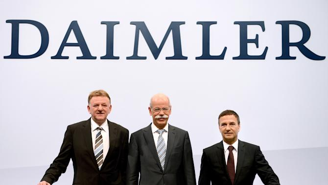 Dieter Zetsche, center, CEO of the motor company Daimler AG, poses together with Andreas Renschler, left, head of utility vehicle and Bodo Uebber, right, chief financial officer at the balance press conference of the company in Stuttgart, Germany, Thursday, Feb. 7, 2013. Daimler said Thursday that fourth quarter net profit was euro 2.3 billion (US dollar 3.1 billion), up from euro 1.79 billion in the same quarter last year, thanks to the sale of 7.5 percent in European defense company EADS. (AP Photo/dpa, Bernd Weissbrod)