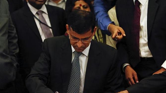 Raghuram Rajan, newly appointed governor of Reserve Bank of India (RBI), signs papers during the taking over ceremony at the bank's headquarters in Mumbai September 4, 2013. REUTERS/Danish Siddiqui