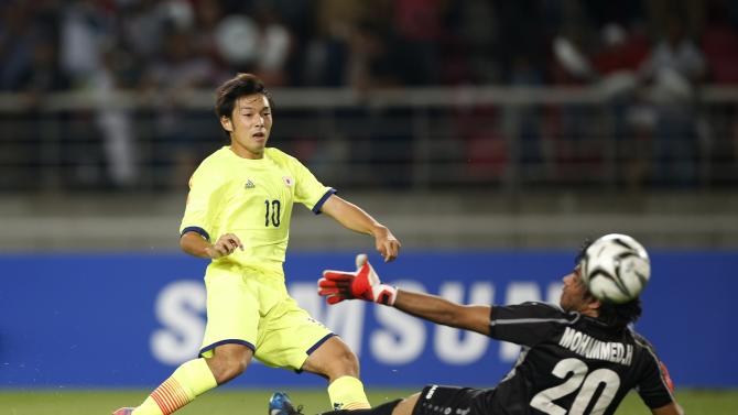 Japan's Nakajima Shoya shoots the ball to score against Iraq during their men's soccer qualifier match for the 17th Asian Games at Goyang Stadium in Goyang