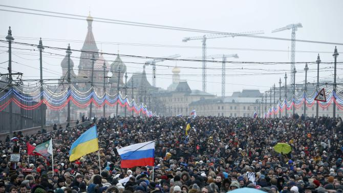 People march to commemorate Kremlin critic Nemtsov in central Moscow