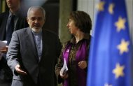 European Union foreign policy chief Catherine Ashton (R) and Iranian Foreign Minister Mohammad Javad Zarif arrive at a news conference at the end of the Iranian nuclear talks in Geneva November 10, 2013. REUTERS/Jason Reed