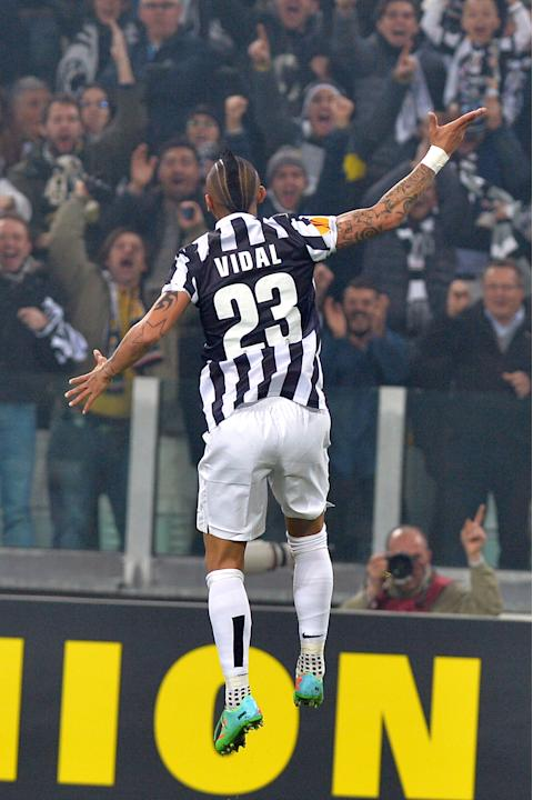 Juventus midfielder Arturo Vidal, of Chile, celebrates after scoring during an Europa League, Round of 16, soccer match between Juventus and Fiorentina, at the Juventus stadium, in Turin, Italy, Thurs
