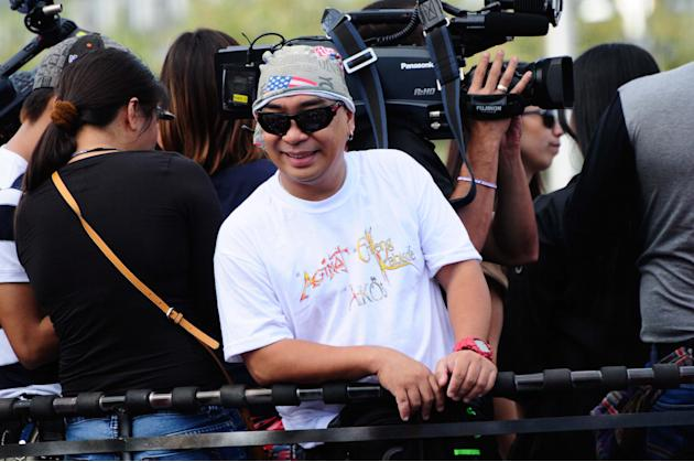 "Comedian Wally Bayola smiles for the crowd while riding the float of the MMFF entry ""Si Agimat, Si Enteng Kabisote at Si Ako during the 2012 Metro Manila Film Festival Parade of Stars on 23 December 2"