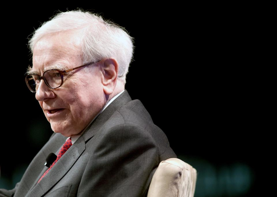 Buffett says US economy still inching ahead
