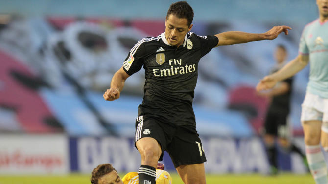 Real Madrid's Chicharito from Mexico, right, fights for the ball against RC Celta's goalkeeper Sergio Alvarez, left, during a Spanish La Liga soccer match between RC Celta and Real Madrid, at the Balaídos stadium in Vigo, Spain, Sunday, April 26, 2015. (AP Photo/Lalo R. Villar)