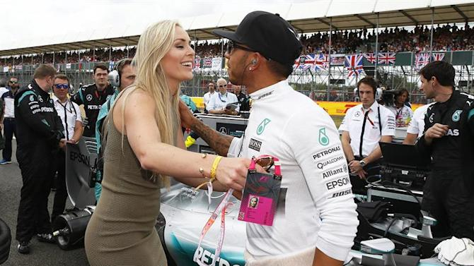 PNN70. Silverstone (United Kingdom), 05/07/2015.- British Formula One driver Lewis Hamilton (R) of Mercedes AMG GP greets US skier Lindsey Vonn (L) before the 2015 Formula One Grand Prix of Great Britain at Silverstone race track, Northamptonshire, Britain, 05 July 2015. Hamilton won the race. EFE/EPA/PHIL NOBLE - POOL