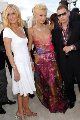Nicky Hilton, Paris Hilton and Scott Storch MTV Video Music Awards 2005 - Arrivals - 8/28/05