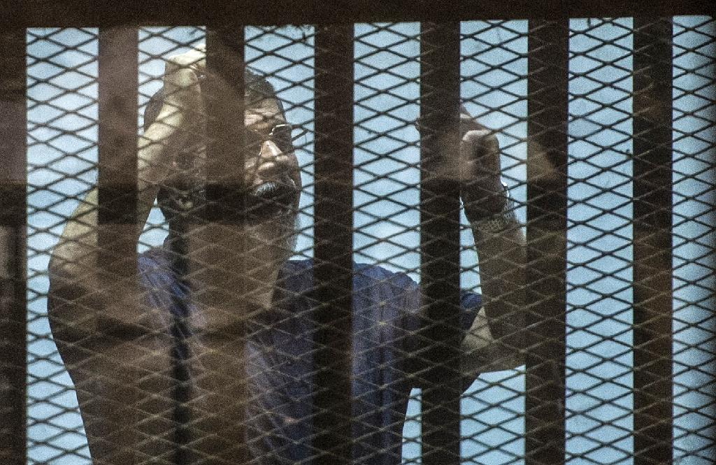 Morsi, secular camp in dock for 'insulting' Egypt judiciary