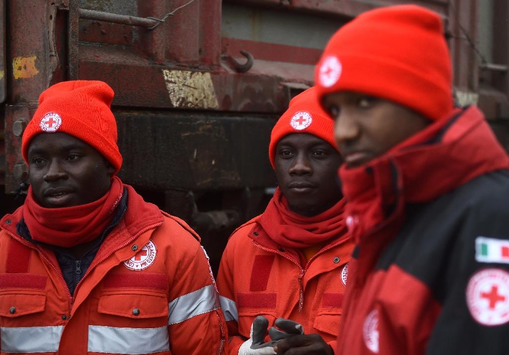 Migrants pitch in on Italy avalanche relief effort