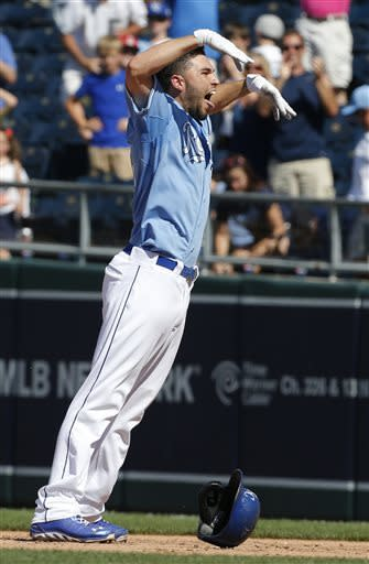 Cain HR, Hosmer single lead Royals over Tigers 3-2