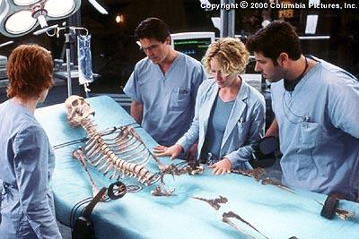 Only a skeleton is left, which ultimately vanishes before the eyes of colleagues (from left to right) Sarah Kennedy ( Kim Dickens ), Matthew Kensington ( Josh Brolin ), Linda McKay ( Elisabeth Shue ) and Carter Abbey ( Greg Grunberg ) in Columbia's Hollow Man