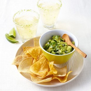 How to Make Skinny Margaritas, Chips & Guacamole for Cinco de Mayo