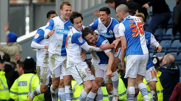Blackburn Rovers' David Dunn (4th right) celebrates with team mates after scoring the equalising goal against Burnley