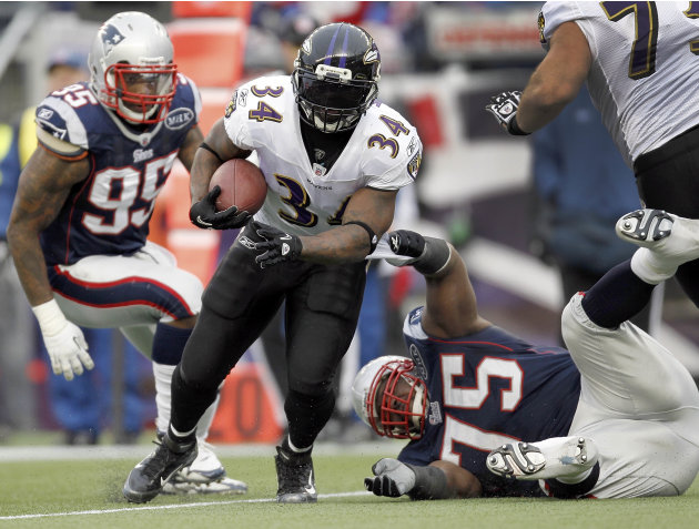Baltimore Ravens running back Ricky Williams (34) runs between New England Patriots defensive end Mark Anderson (95) defensive tackle Vince Wilfork (75) during the first half of the AFC Championship N